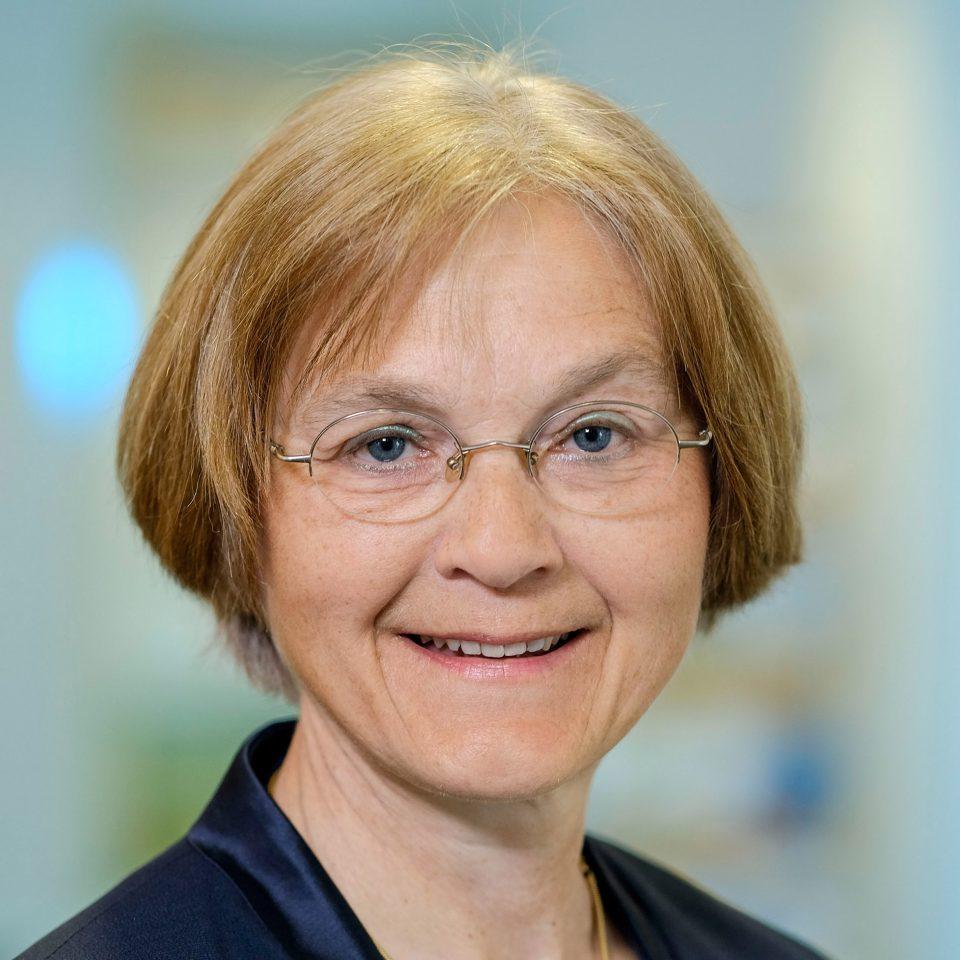 Bild von der Theologin Ulrike Koertge - Leiterin und Geschaeftsfuehrerin der EEB Niedersachsen - nbeb